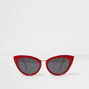 Rode cat eye-zonnebril met smoke-kleurige glazen