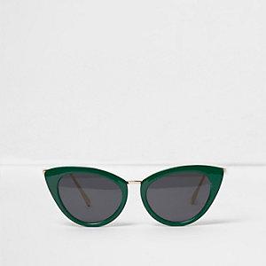 Groene cat-eye-zonnebril met getinte glazen