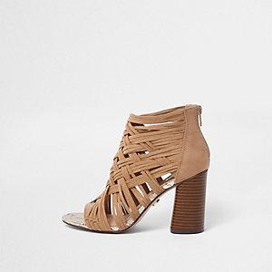 Sandales marron clair effet croisillons à talons carrés