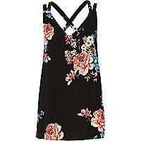 Zwart hemdje met bloemenprint en dubbele gekruiste bandjes