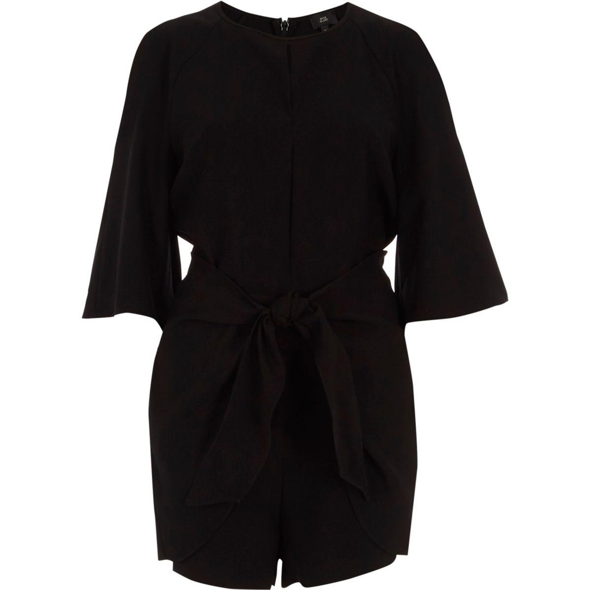 Combi-short noir à épaules dénudées et liens à nouer devant