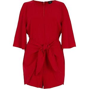 Combi-short rouge à épaules dénudées et liens à nouer devant