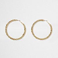 Goldene Creolen mit Perlen