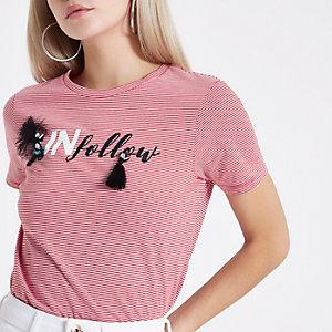 """Petite – Rotes T-Shirt mit Streifen und Quaste """"unfollow"""""""