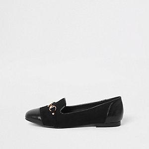Schwarze Loafers mit Zehenkappe