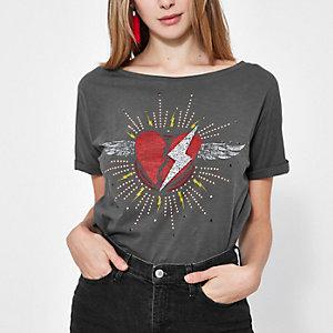 Graues, nietenverziertes T-Shirt mit Herzmotiv