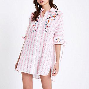 Chemise de pyjama brodée rose à rayures