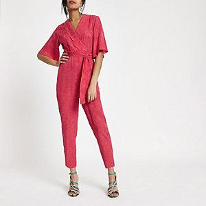 Roze jacquard jumpsuit met overslag en strikceintuur