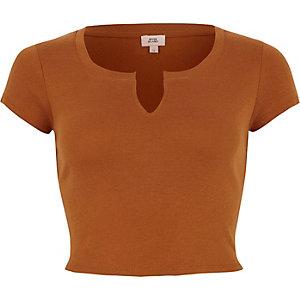 Braunes, kurzes T-Shirt