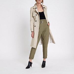 Pantalon fuselé vert kaki à taille haute ceinturée