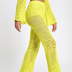 Gele gehaakte wijduitlopende broek