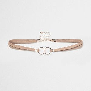 Collier ras-de-cou rose à anneaux entrelacés