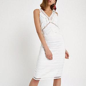 Robe mi-longue en dentelle blanche à pampilles