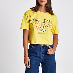 Geel cropped T-shirt met 'no more chances'-print
