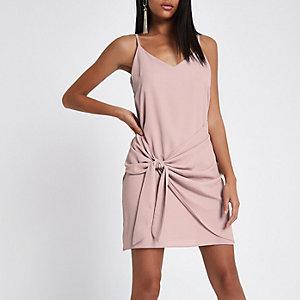 Robe portefeuille courte rose clair nouée devant