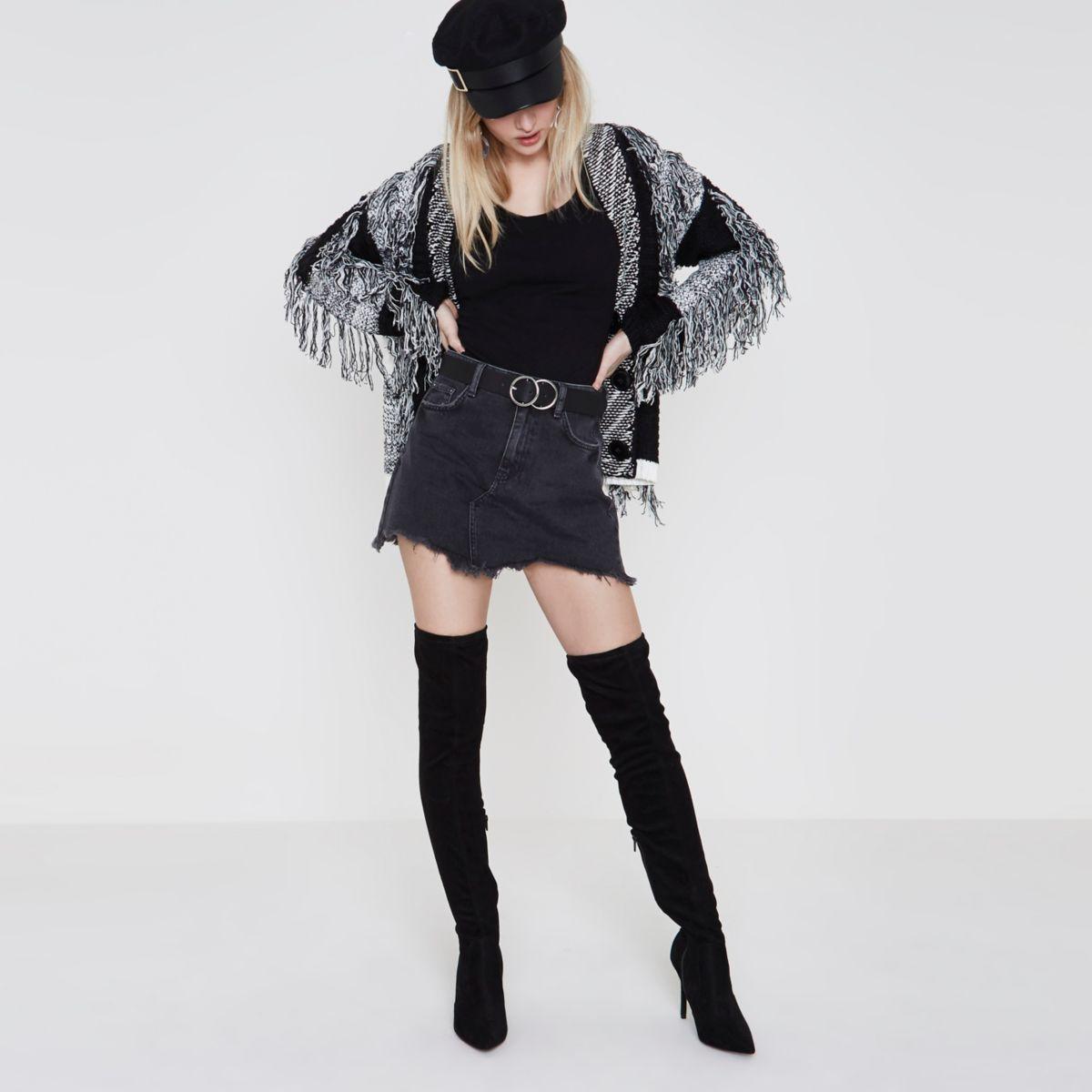 Mini-jupe en jean noir à ourlet effiloché