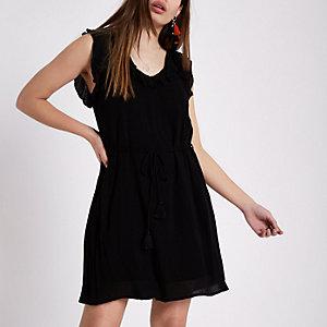 Mini robe évasée noire à volant et dos lacé