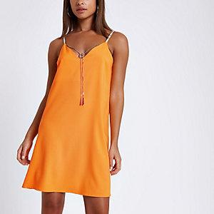 Robe orange à haut caraco et effet de superposition