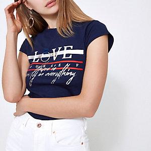 T-shirt ajusté bleu marine imprimé « love » avec anneau