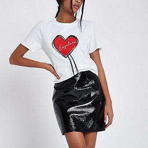T-shirt court imprimé cœur «Explore» blanc
