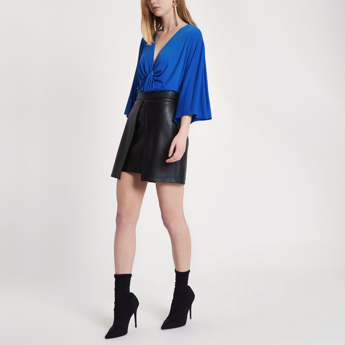 Blauwe ruimvallende bodysuit met gedraaide ring aan de voorkant