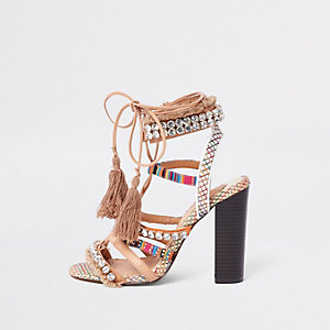 Beige sandalen met blokhak en siersteentjes