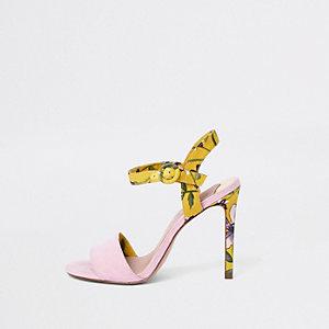 Roze gebloemde sandalen met hak en brede pasvorm