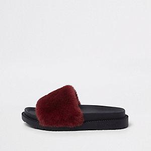 Rode slippers met imitatiebont