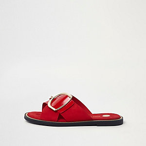 Red D-ring detail patent strap sliders
