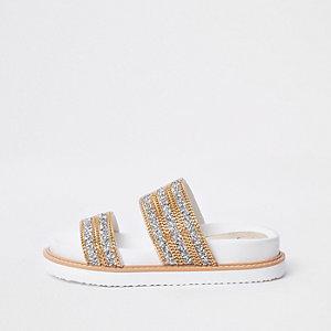 Witte sandalen met dubbele bandjes met kettingdetail