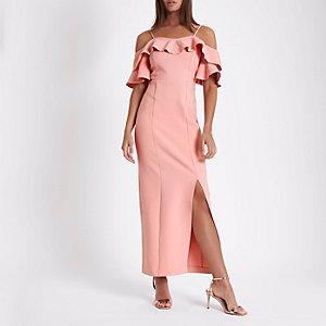 Robe moulante longue Bardot rose à volant