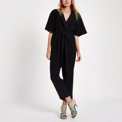 River Island Combinaison noire façon smoking à ceinture et manches kimono
