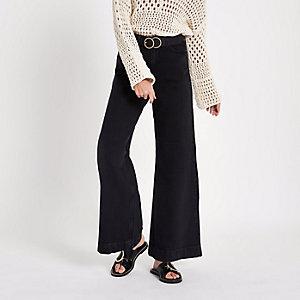 Schwarze Jeans mit weitem Beinschnitt