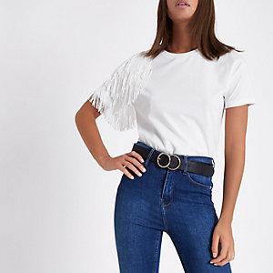 T-shirt blanc avec frange sur l'épaule