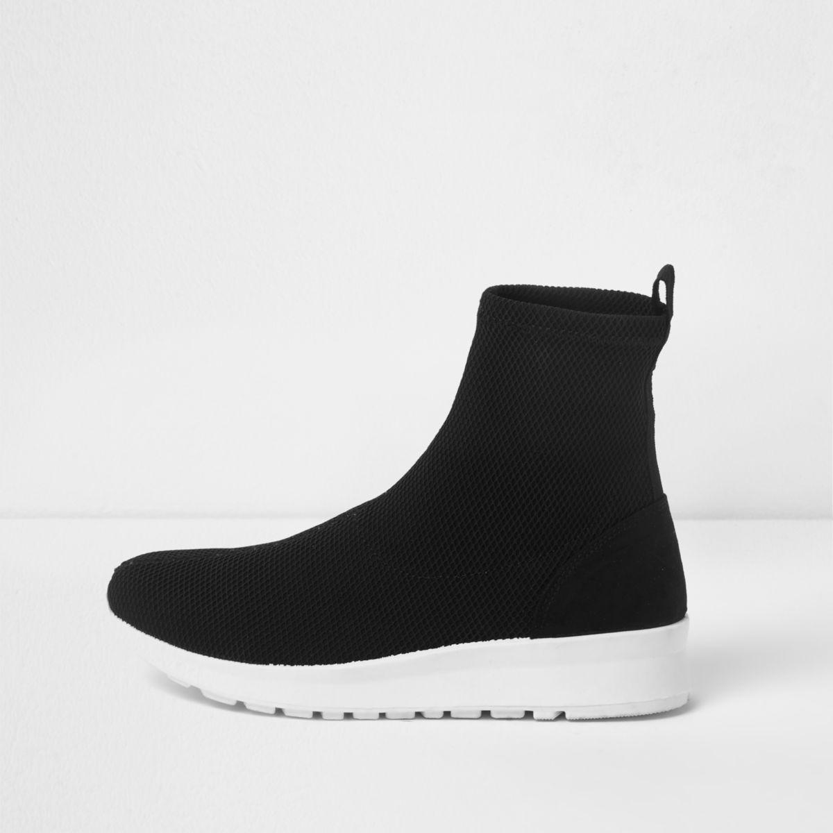 Schwarze Sneaker mit Kontrastsohle