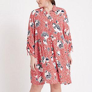 Robe chemise à fleurs rouge froncée