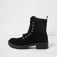 Black faux fur tongue lace-up boots