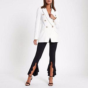 Schwarze Hose mit asymmetrischem Saum