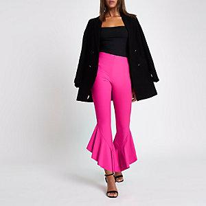 Pantalon taille haute rose vif avec ourlet à volant