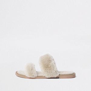 Sandales à bride en fausse fourrure crème