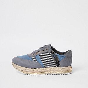 Blauwe espadrillesneakers met vetersluiting en print