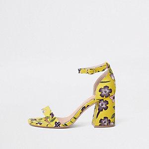 Gele sandalen met brede pasvorm, bloemenprint en blokhak
