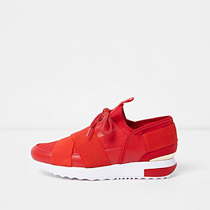 Red elastic lace-up runner sneakers