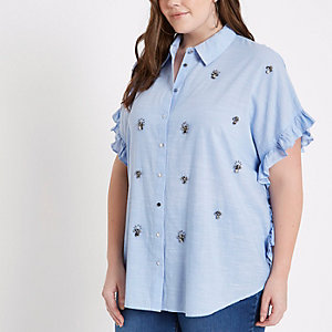 Plus – Blaues, verziertes Hemd mit Rüschen