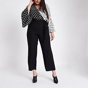 RI Plus - Zwarte jumpsuit met overslag, stippen en wijde pijpen