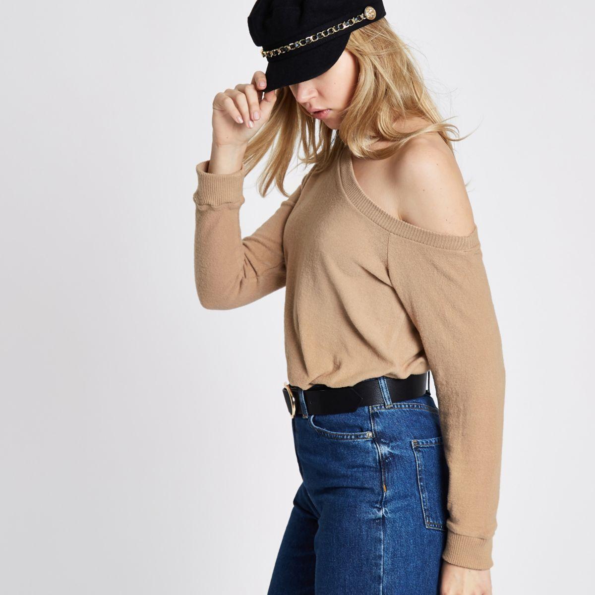 Beige pullover met afhangende schouders