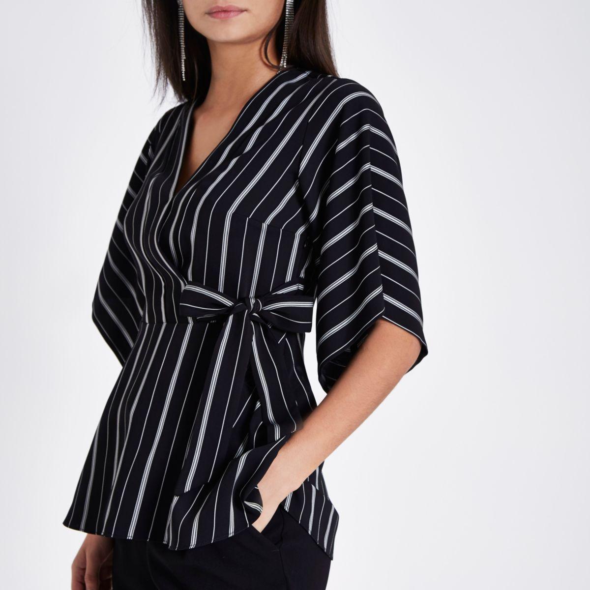 Top noir rayé à manches kimono