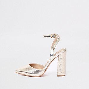 Sandales doré métallisé à talons carrés coupe large