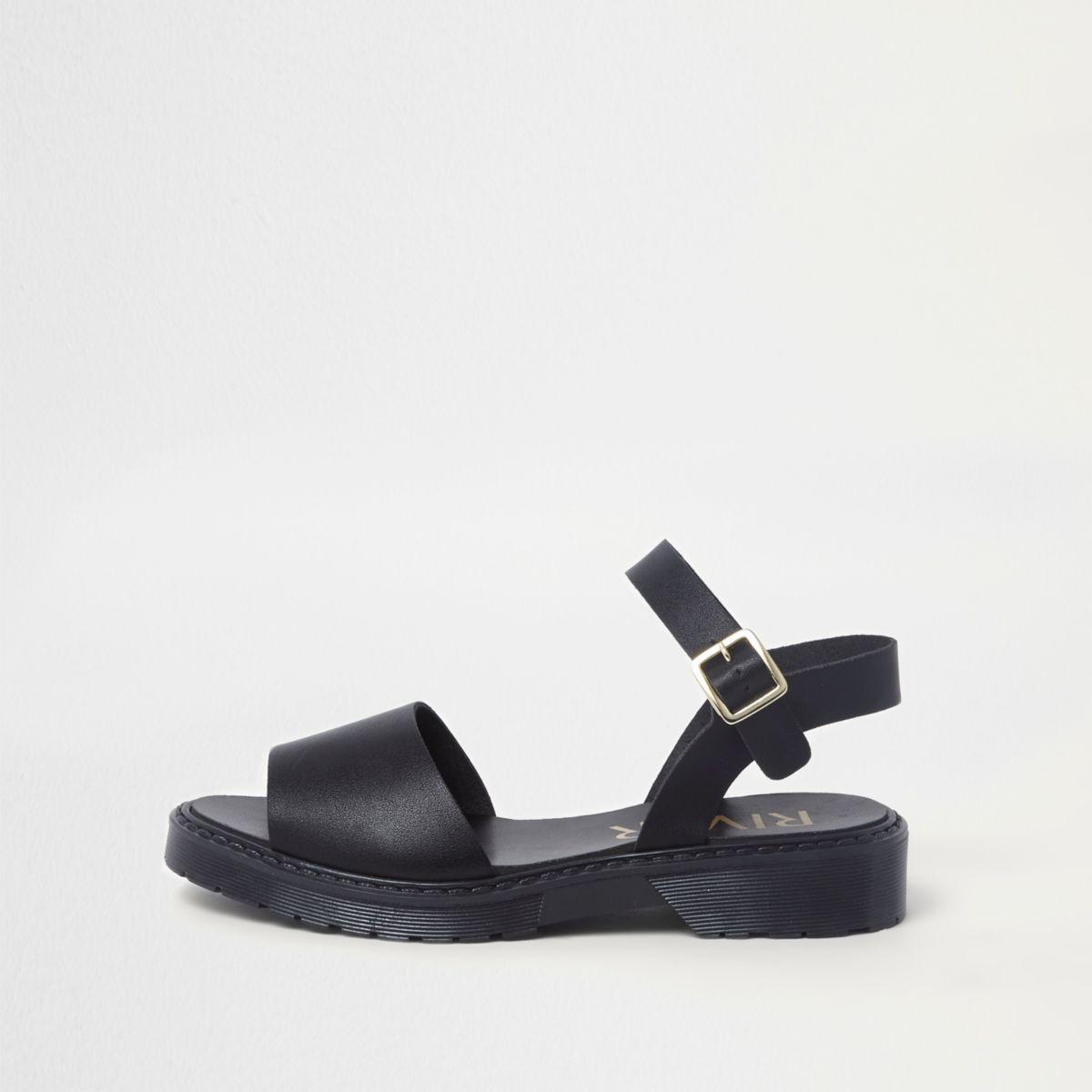 Zwarte sandalen met grove zool