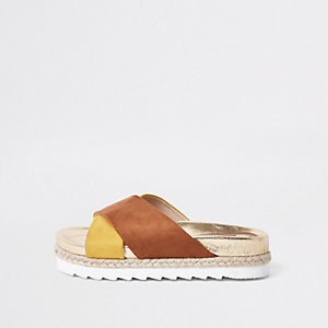 Light brown cross strap espadrille slider